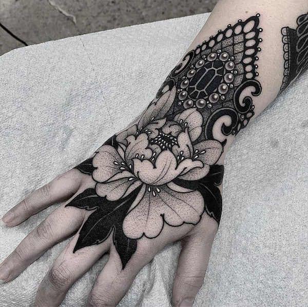 Tatuaże na nadgarstkach – 150 pomysłów na atrakcyjny wzór