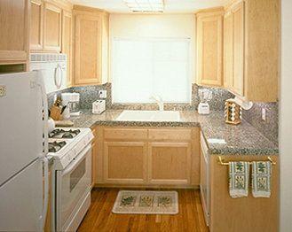 Dise os de cocinas peque as de madera de pino9 dise os for Disenos de cocinas pequenas
