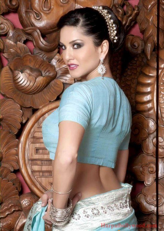 Bollywood actress sunnyleone blue saree nude photo