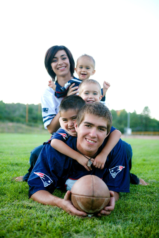 Pin By Marisa Martinez On Design Inspiration Football Family Pictures Fall Family Pictures Family Photos
