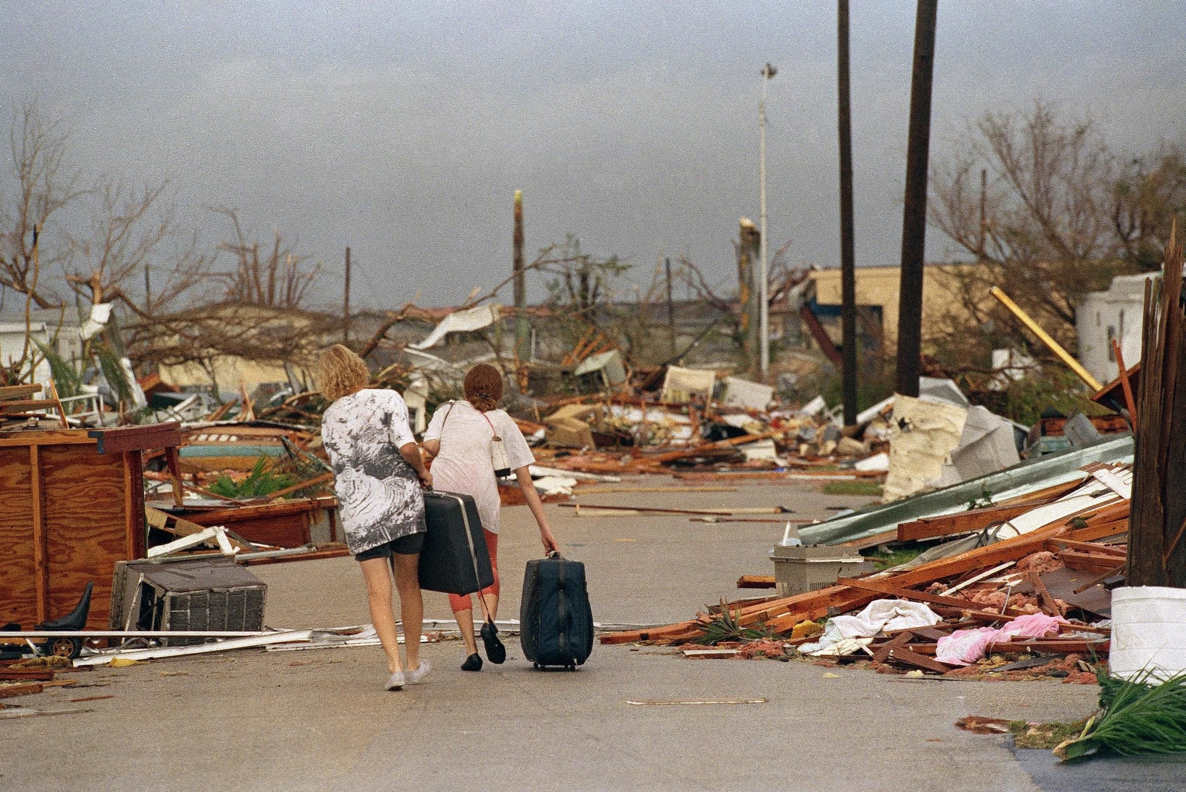 Andrew Blew Through South Florida And Homestead Google Search Hurricane Andrew Hurricane Pictures Storm Surge