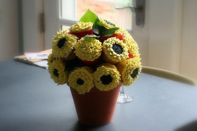 centerpiece...glowing flowers by Baa Baa Cupcake, via Flickr