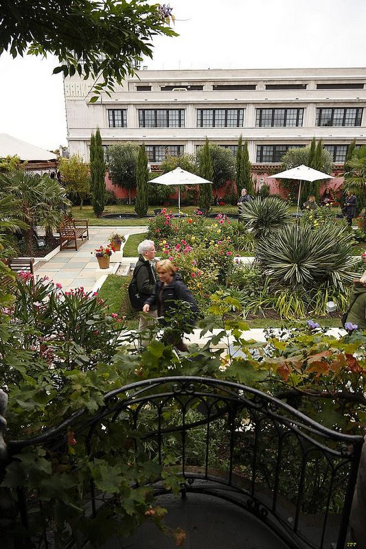 t and d Roof garden, House styles, Mansions