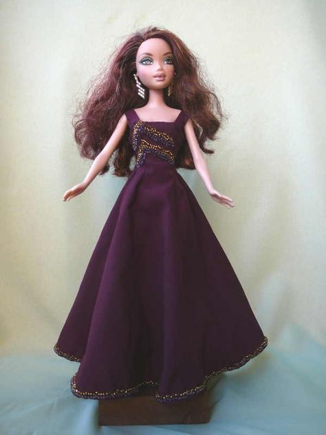 barbie - includes pattern download | Barbie rot | Pinterest | Barbie ...