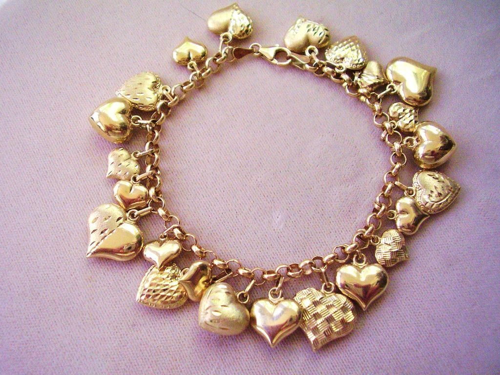 14 Kt, Gold  Hearts Charm Bracelet  Made In Italy 169 Grams