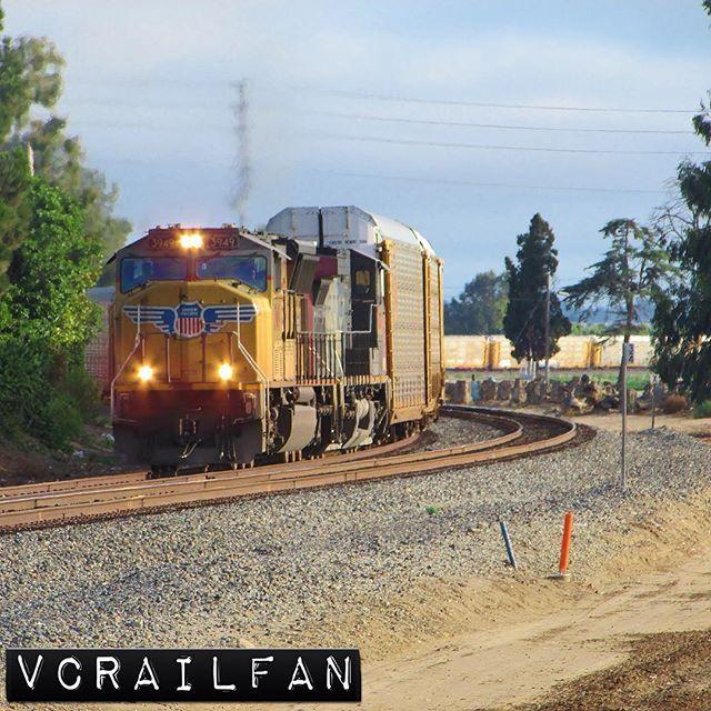 SB autoracks roll into Camarillo  #unionpacific #up #uprr #southernpacific #sp #sprr #sd70m #ac44cw #up3949 #up6227 #train #trains #railfan #railfanning #railfannation #arailfanslife #wearerailfans #rsa_theyards #prf_shots #locos_of_america #north_american_rail_pictures #daily_crossing #pocket_rail #trb_express #trb_members1 #railroads_of_america #train_nerds #trains_worldwide by vcrailfan