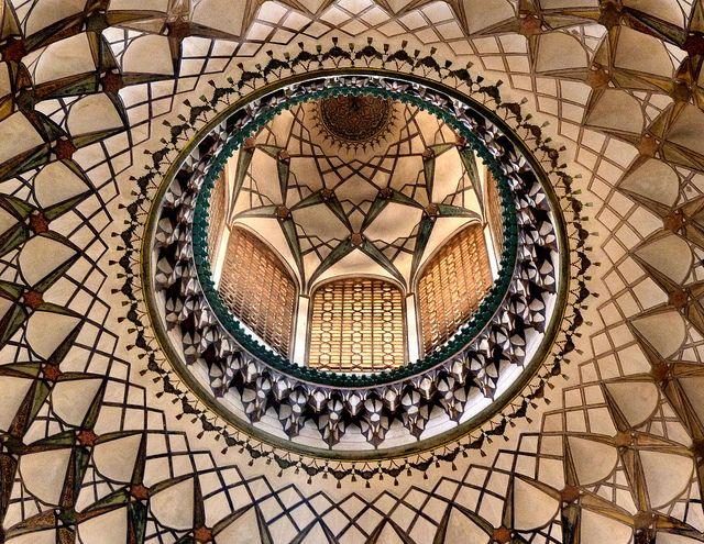Kuppel In Borudjerdis Haus Innenansicht Der Kuppel In Borudjerdis Haus In Kashan 天井装飾 芸術 装飾
