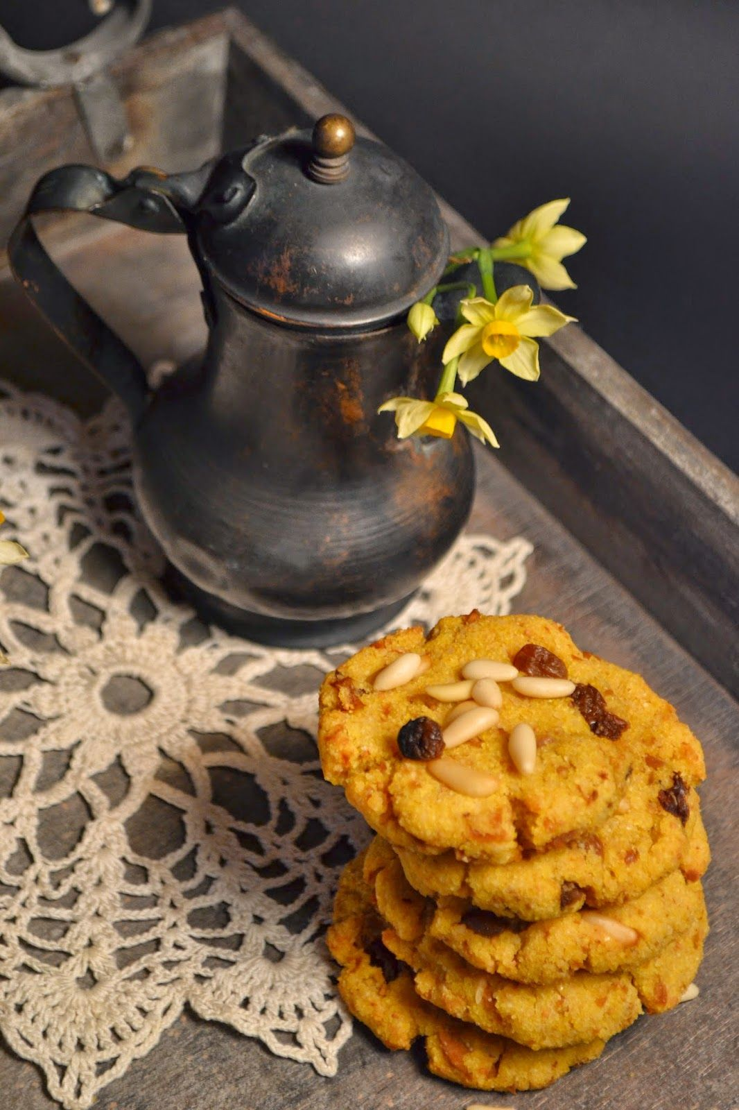 BECCUTE (Marche): small cakes enriched with raisins, pinenuts and dried figs