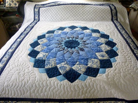 Giant Dahlia Quilt Images : Giant Dahlia Pattern Amish QUilt by QuiltsByAmishSpirit on Etsy patchwork Pinterest Dahlia ...