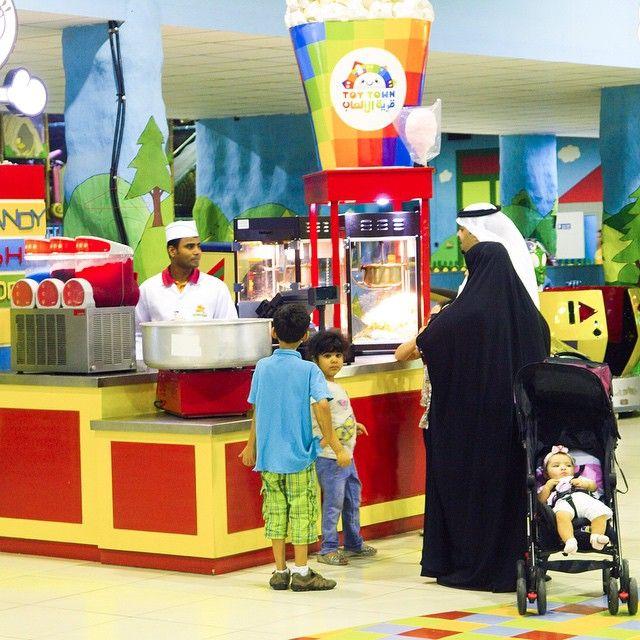 هل جربتم الوجبات الخفيفة المعروضة في كشك #قرية_الألعاب؟ ما هي وجبتكم  المفضلة؟  Have you tried our snacks offered at the Kiosk? What is your favorite #ToyTown snack?  #fun #family #kids #ksa #dammam #alhassa #riyadh #arcade #toy_town #saudi_arabia #makka #alkhobar #fouad_center #aldiyafa_mall #sahara_mall #ToyTown  #السعودية #الدمام #الرياض #الأحساء #الخبر #مكه #سوق_الضيافة #صحارى_مول #فؤاد_سنتر #توي_تاون #ألعاب #قرية_الألعاب #قرية_الالعاب