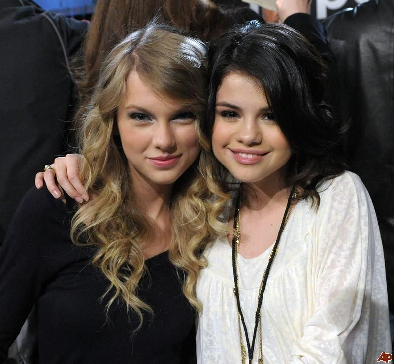 Selena Gomez And Taylor Swift Taylor Swift Selena Selena Gomez Taylor Swift Selena