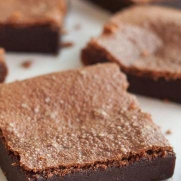 Ällistyttävän helppo brownie-resepti – kahden ainesosan ihme!