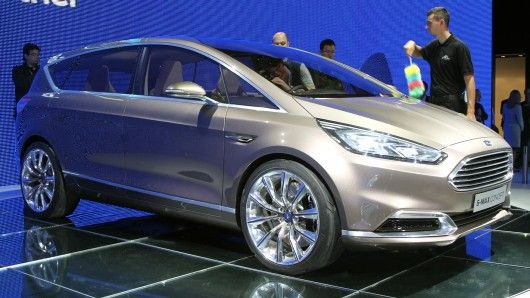 Ford Packs Tech Inside The New S Max Concept With Images Ford Car Max