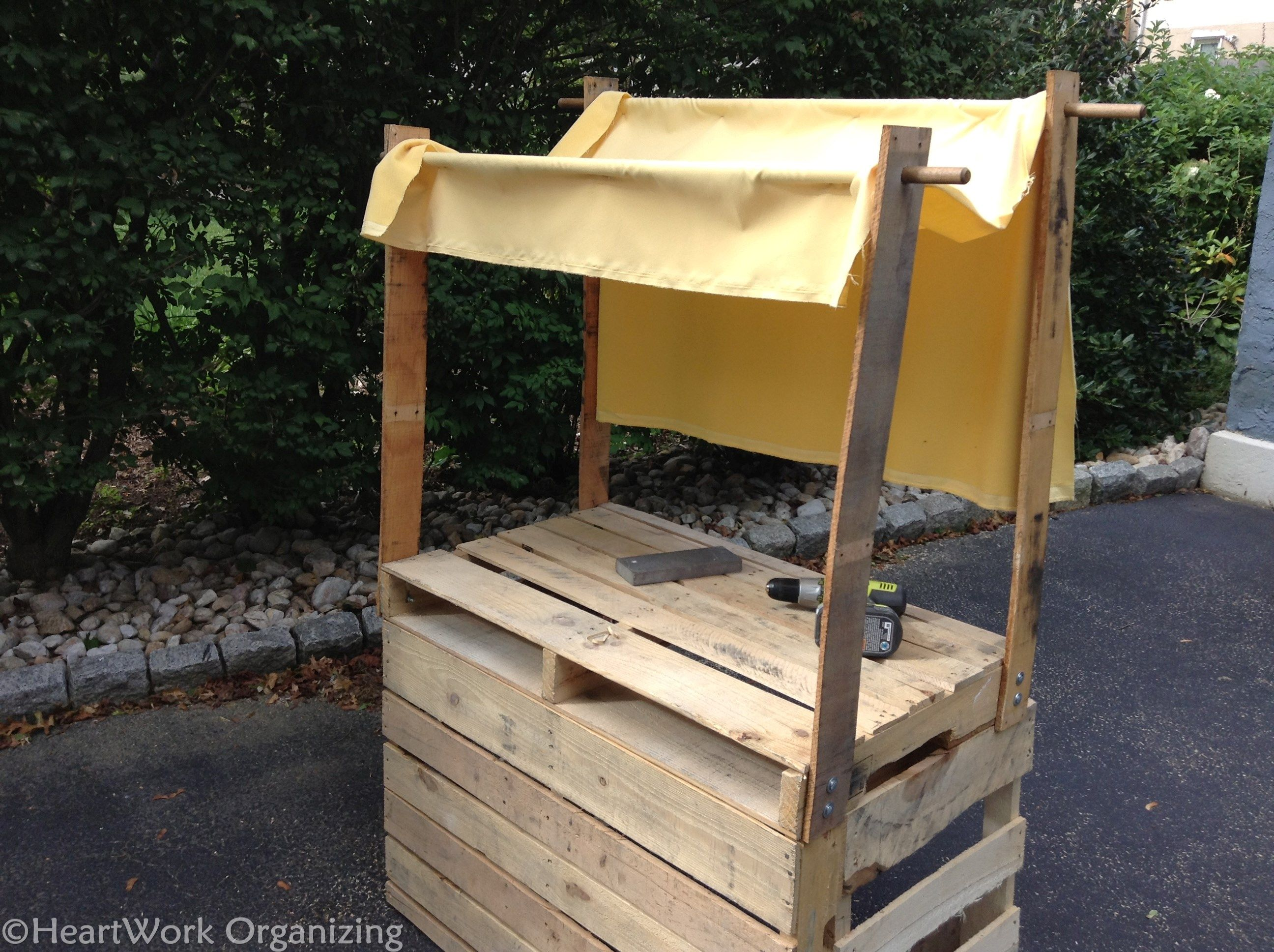 Fabric awning for lemonade stand made from pallets for Pallet lemonade stand plans