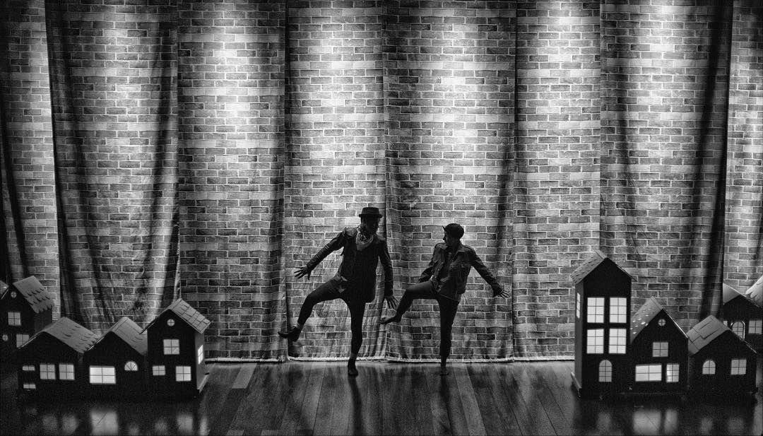 """A Cia UM estreia hoje """"Oliver Twist"""" de Charles Dickens ; diretor Rodrigo Audi ; fotógrafo @victoriemini"""