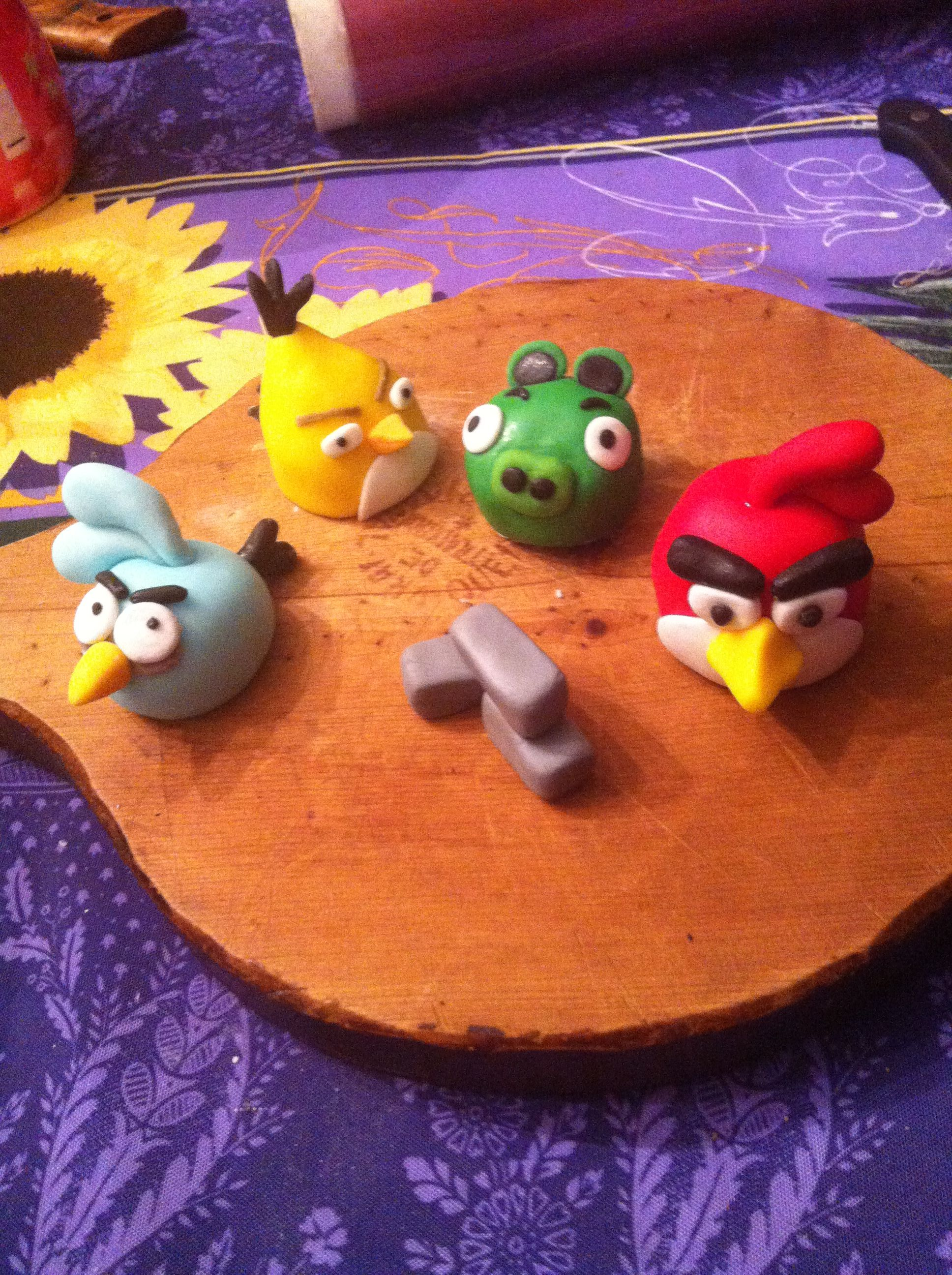 Angry bird, pâte a sucre. Je progresse !