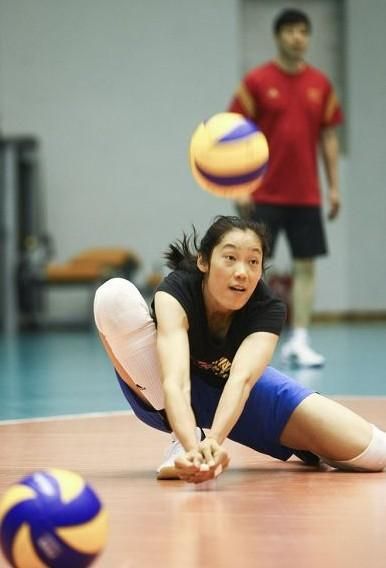 Zhu Ting Volleyball 2014 Ace Spiker Of The Chinese Women S Volleyball Team Helped The Chinese Team Reac Women Volleyball Volleyball Team Volleyball Players