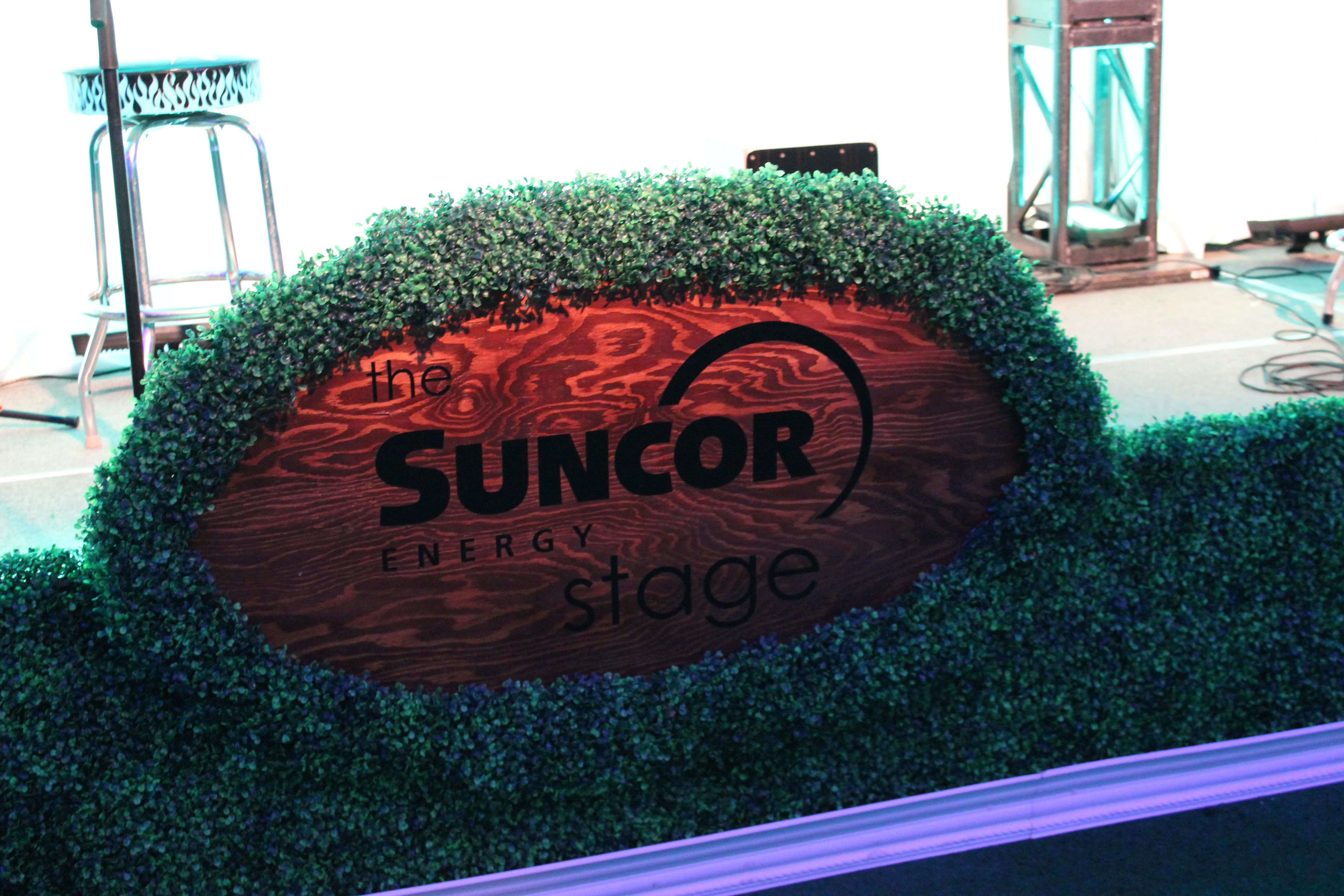 The Stage Was Hedged With Boxwood Which Included A Custom Sponsor Sign That Looked Like An Oversized Park Pl Wine Auctions Suncor Energy Big Brother Big Sister