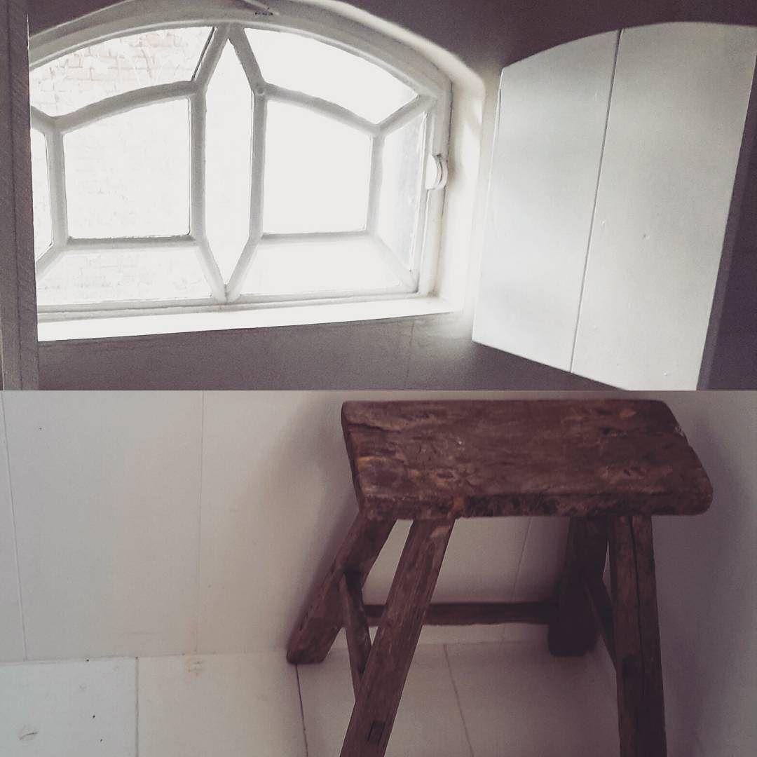 #krukjes #oudhout #robuust #sfeervolwonen #sfeer #sfeervol #simpel #sober #myhome #athouse #hebnooitgenoegoudekrukjes #loveold #living #landelijkestijl #landelijk #interieurstyling #interieur #soberwonen #stijlvolwonen #stijlvol #rusticdecor #rustic by brigitte_blom
