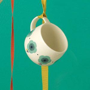 Tasse en porcelaine blanche motif floral bleu Mr & Mrs Clynk