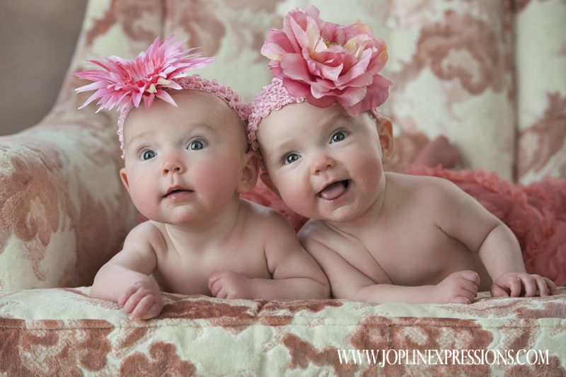 Cute Newborn Twin Pictures