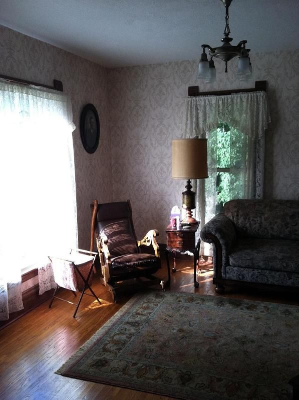 marvelous old fashioned living room | Old fashioned living room. I remember the flowered wall ...
