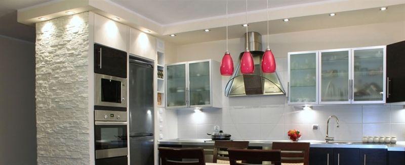 Illuminazione LED sotto pensile cucina. Realizzata della misura ...