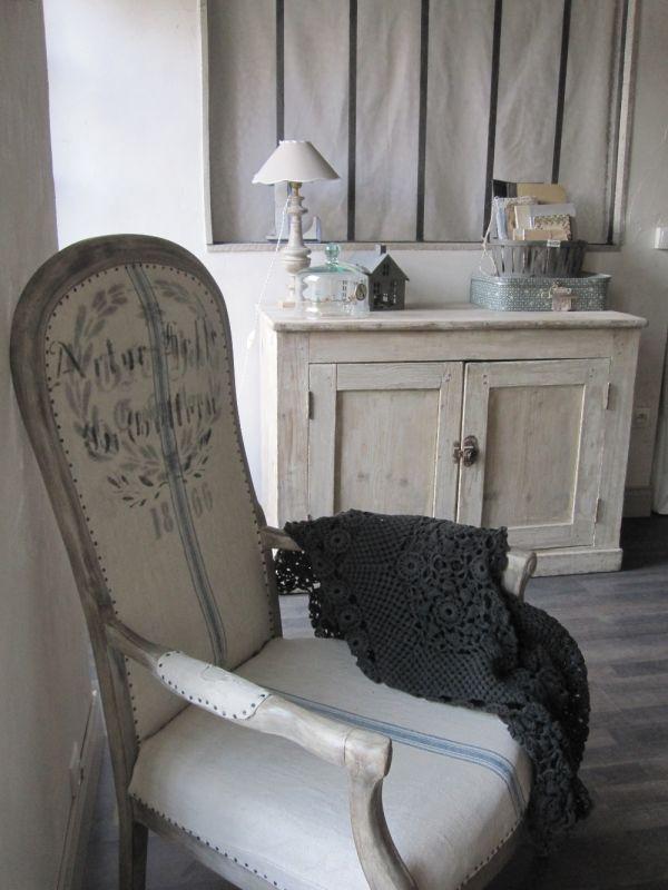 Epingle Par Cameron Williams Sur Shabby Chic And Romantic Ispirations Relooking Meuble Mobilier De Salon Deco Maison