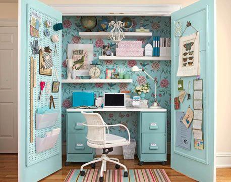Hellblau Weiss Blumchen Schreibtisch Schrank Kleine Nahzimmer Handwerksraum Zuhause