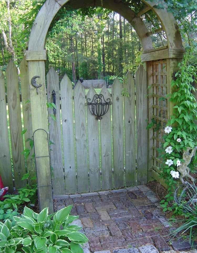 La Porte De Jardin Et Portail Nous Accueillent Avant