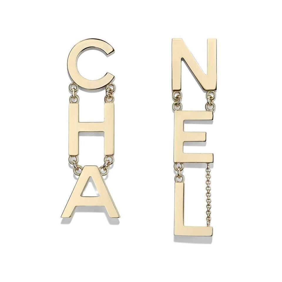 CHANEL   Gold Xl Runway Letter Logo Large Metal Da