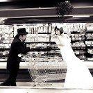 8 ways to save money on wedding favors