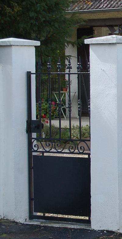 Portail Coulissant Et Battant Acier Dargaville Roy Avec Images Portes De Jardin En Fer Cloture Acier Portail Maison