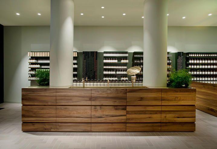 Bancone In Legno Per Negozio : Negozio di design aesop a francoforte bancone in legno di noce