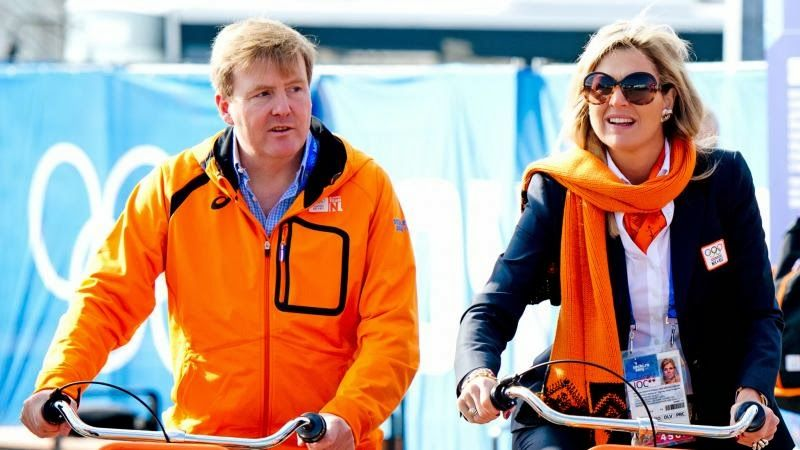 King Willem Alexander and Queen Maxima visited the Olympic Village and met the Dutch delegation participating in the Winter Olympics.