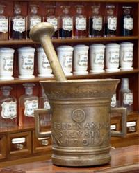 Antica farmacia madonna bolzano arredamento for Arredamento bolzano