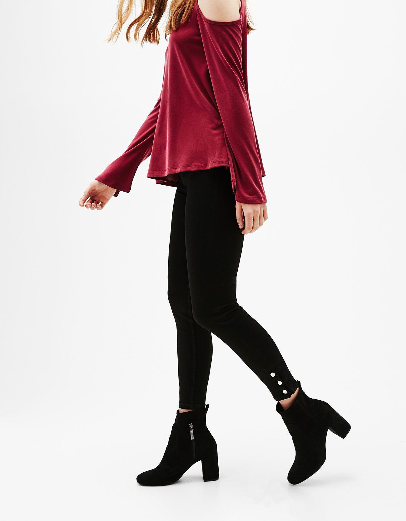 Pantalón skinny cropped promodal corchetes en bajos. Descubre ésta y muchas otras prendas en Bershka con nuevos productos cada semana