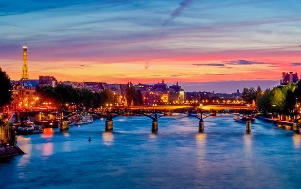 A beautiful sunset in #Paris seen from the River Seine. http://www.nyhabitat.com/blog/2013/03/25/top-5-spots-sunset-paris/