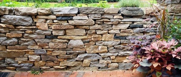 Trockenmauer im Garten bauen | Außenanlage | Pinterest | Gärten ...