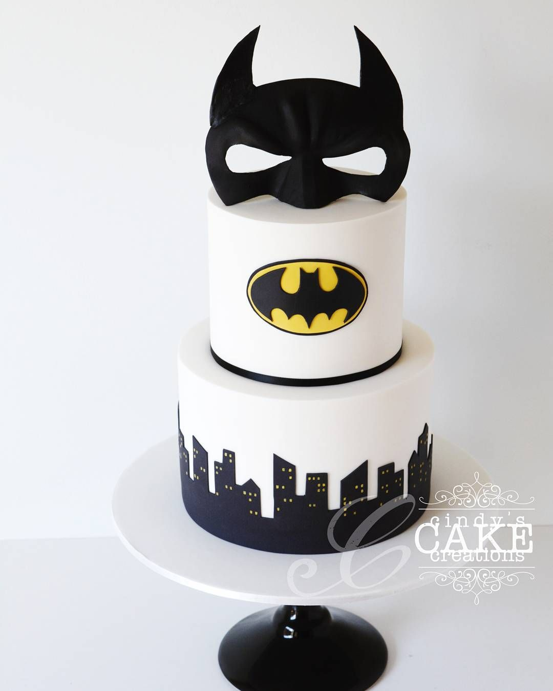 BATMAN wedding cake! Pretty much one of the coolest wedding cakes I ...