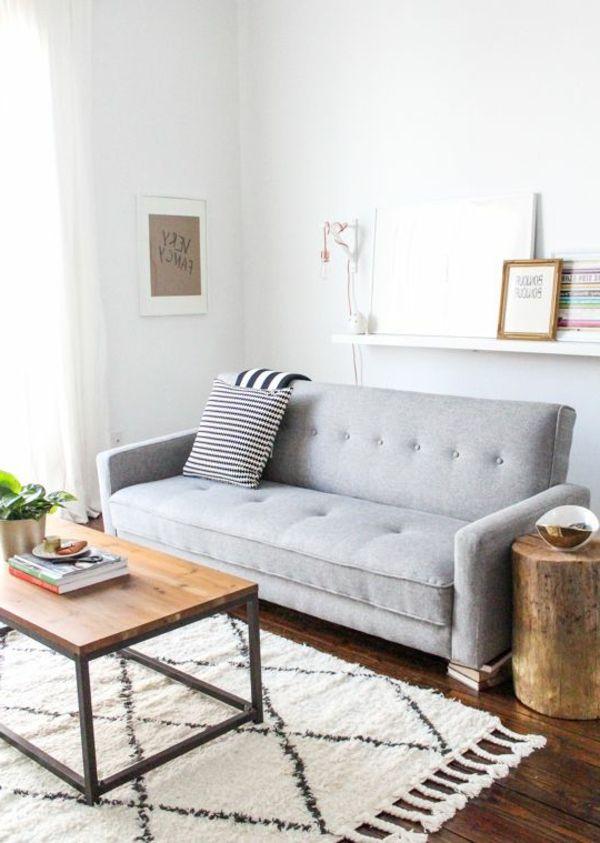 Graues sofa neben einem tisch aus holz wohnwelt for Graues esszimmer