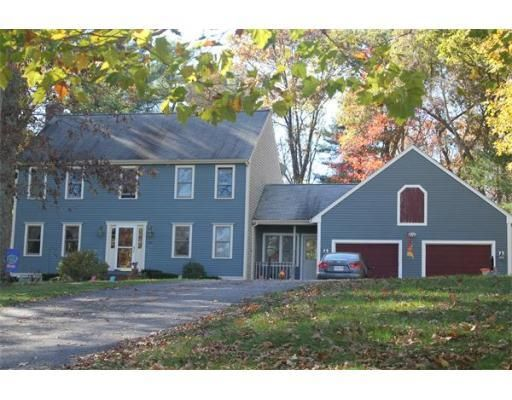 155 Old Farm Rd Bridgewater Ma 02324 Mls 71762123 Coldwell Banker Old Farm House Styles Solid Wood Cabinets