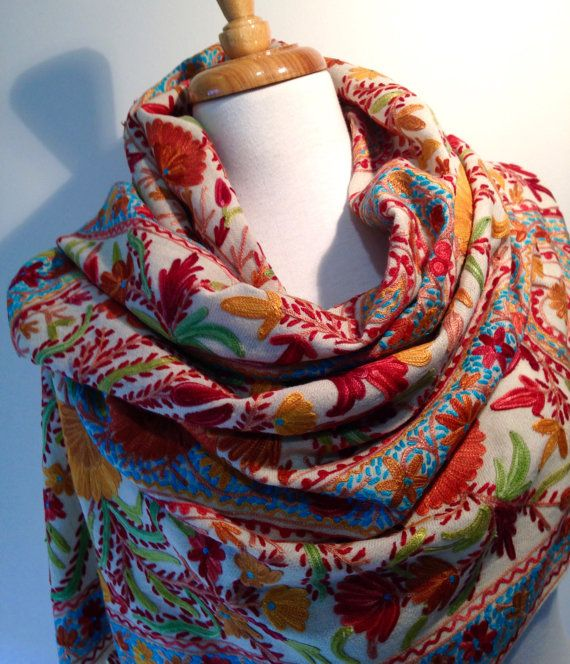 BRAND NEW GORGEOUS INTRICATE DESIGN SCARF 100/% SILK TOUCH