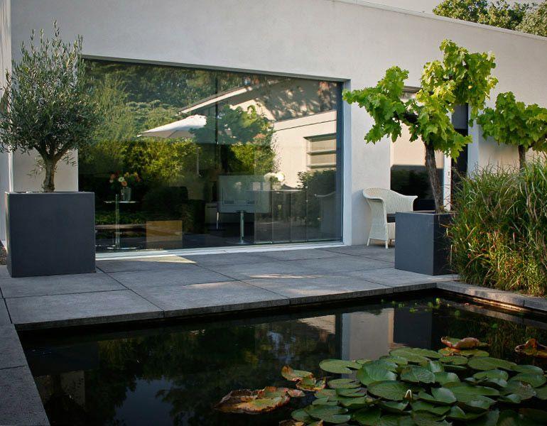 Voorbeeld tuinen strakke moderne kleine tuin bij een strak huis huis en tuin zijn optimaal op - Kleine ijdelheid eenheid ...