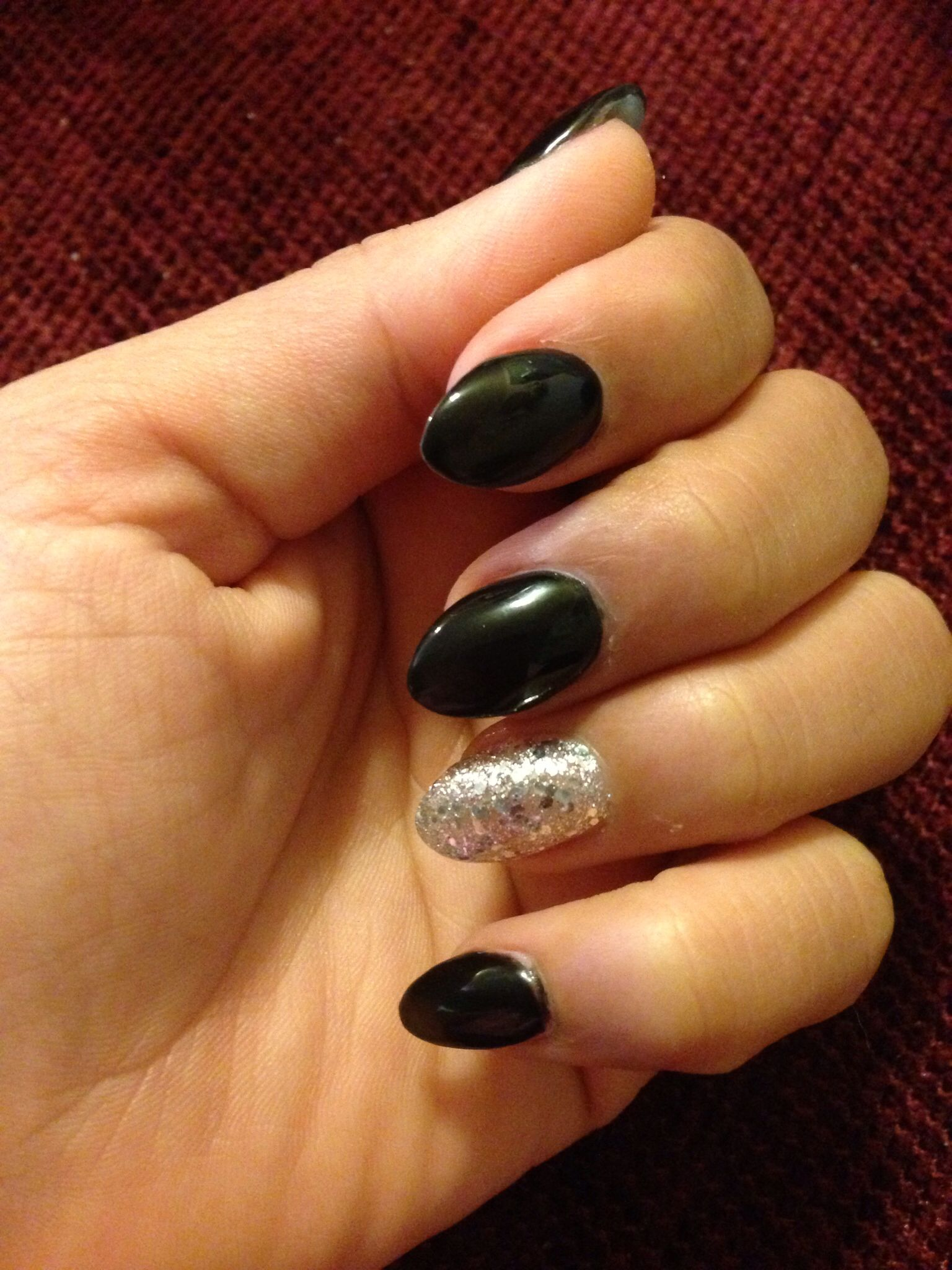 Black almond shape nail, addicted to this look! | Beauty | Pinterest