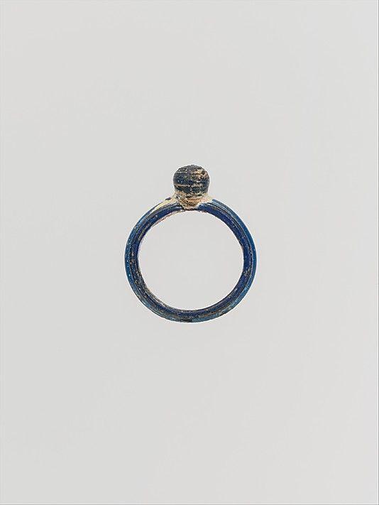Glass ring 1-2 century