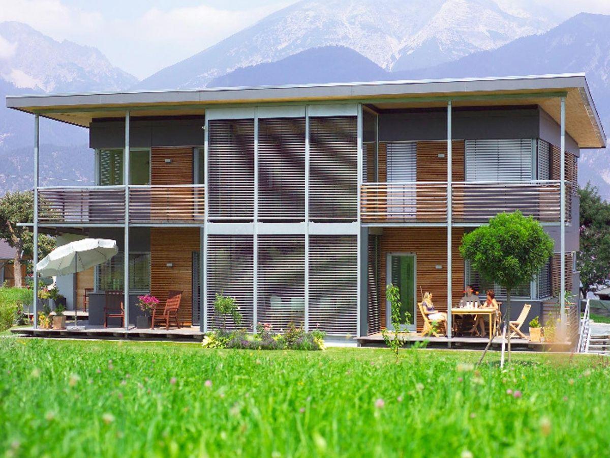 golden cube ausbauhaus von wolf system haus fertighaus mit gro er glasfront und. Black Bedroom Furniture Sets. Home Design Ideas