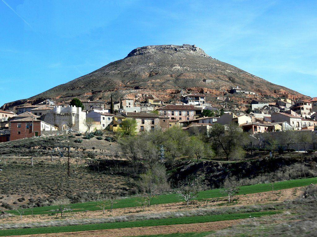 hita cerro con restos de castillo musulman, conserva restos de recinto amurallado - guadalajara - españa