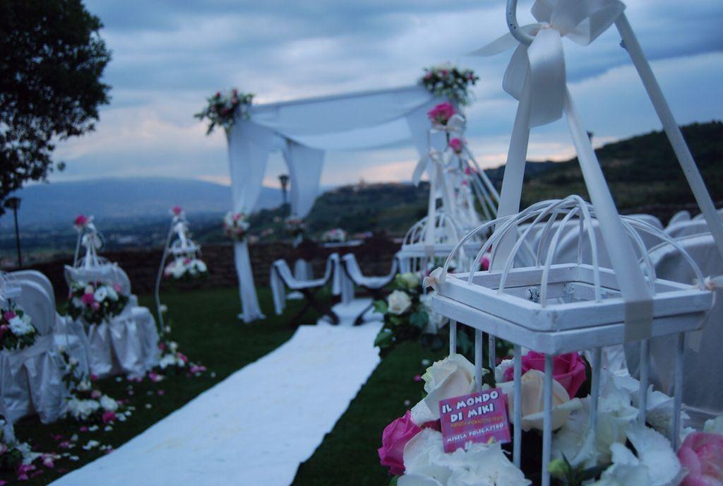 Dettaglio ciclamino, elegante e glamour Alessandro Tosetti Www.alessandrotosetti.com www.tosettisposa.it #abitidasposa2015 #wedding #weddingdress #tosetti #tosettisposa #nozze #bride #alessandrotosetti #agenzia1870