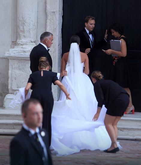 Prva Haljina Je Bila Dzabe A Evo Koliko Je Kostala Anina Vencanica Za Crkveno Vencanje Hochzeit